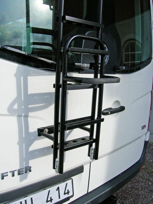 Tillvalet Extrasteg uppfällt på Stege bakdörr.