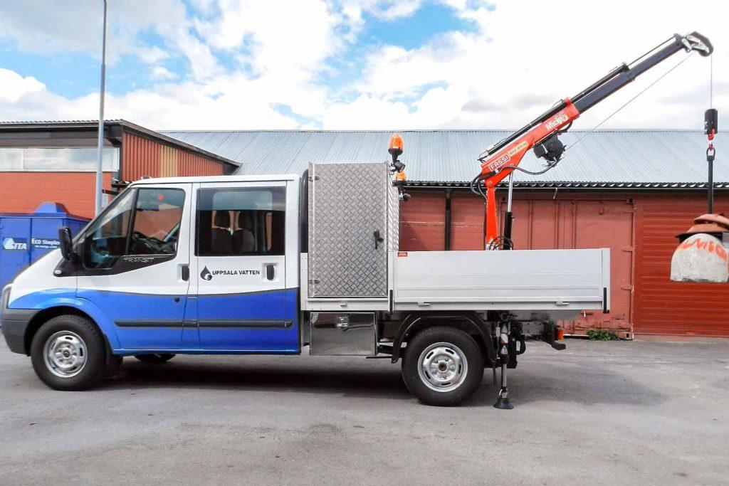 Bakomhyttskåp-framstamsskåp aluminium byggd av Almeco. Pumpservice kranbil. Uppsala Vatten.