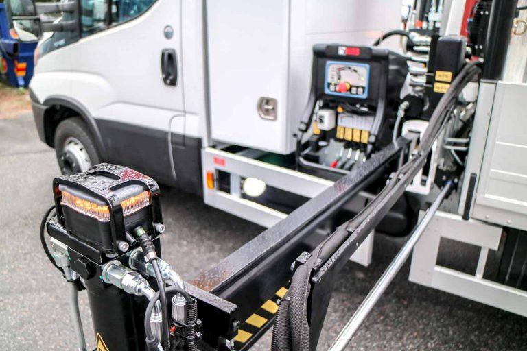 Kranmontering på lätt och medeltung transportbil 12