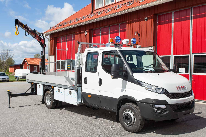 Kranbil kraftbolagsbil Iveco Daily 70 för Luleå Energi. Påbyggare Almeco.