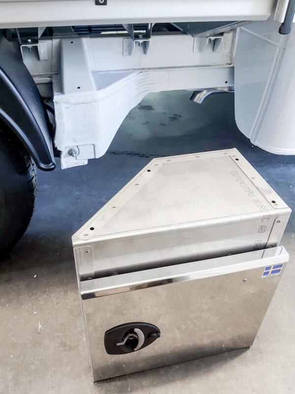 Flaklåda under flak rostfritt stål. Specialformad för VW Transporter DH. Alf Pettersson.